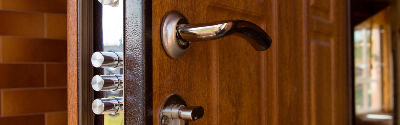 como aumentar la seguridad de la puerta exterior